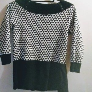 WHBM Black & White Geometric top. Size S